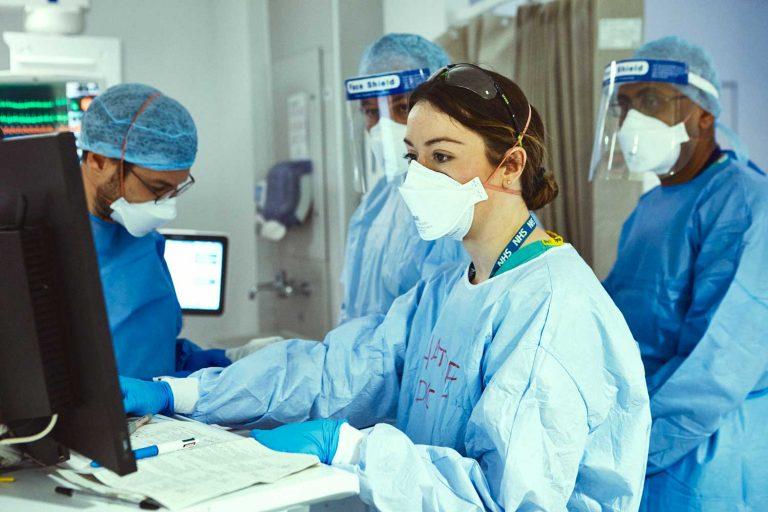 Doctors consult a screen